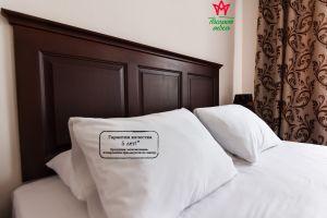 Даша, Изголовье кровати